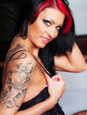 Slim, sporty and professional: Aletta.