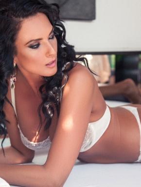 Mature, sexy masseuse with amazing erotic massage skills: Korina.