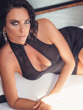 Hot massuese with mesmerising eyes and an unforgettable erotic massage program: Korina.